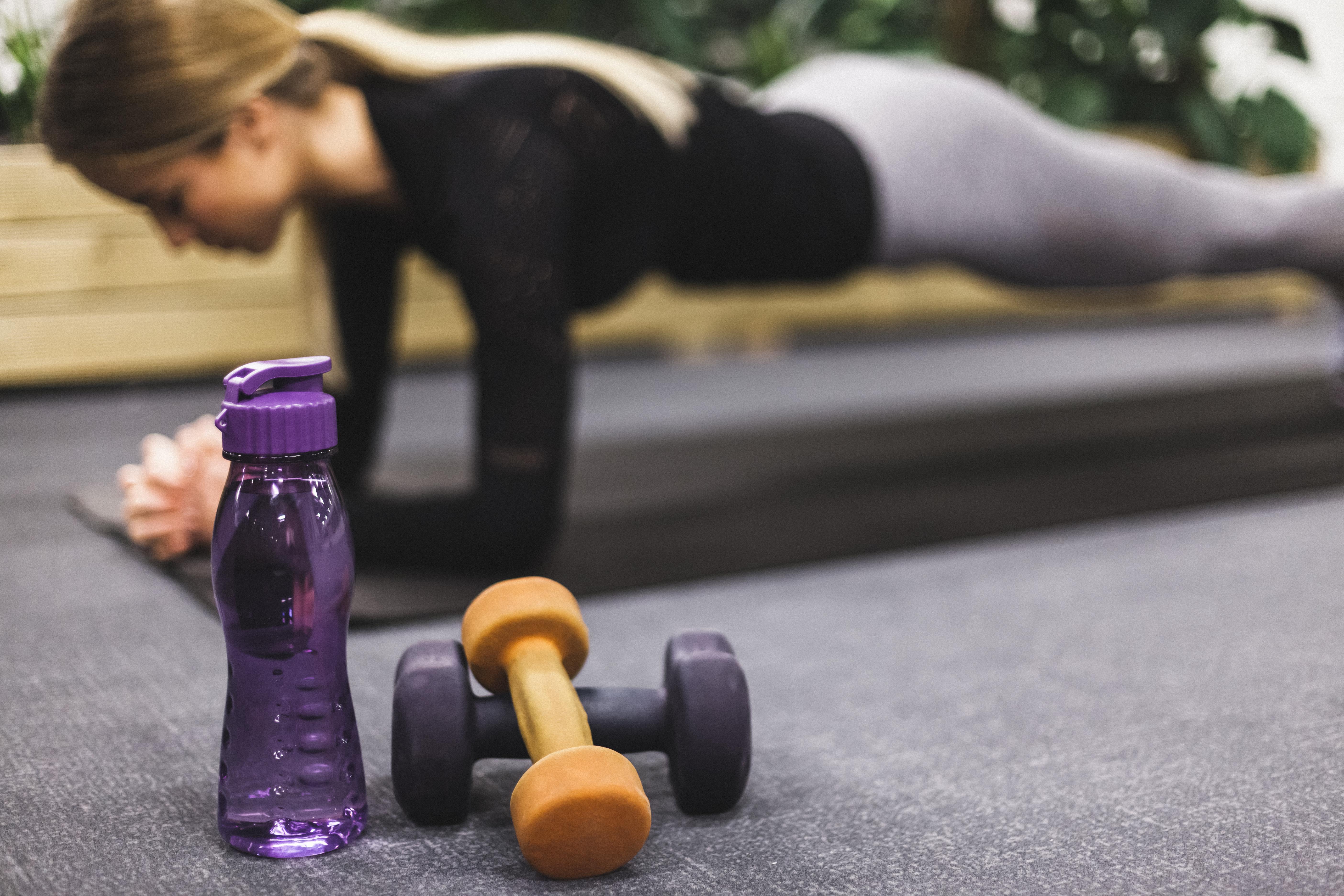 Como praticar atividades físicas no condomínio durante o verão